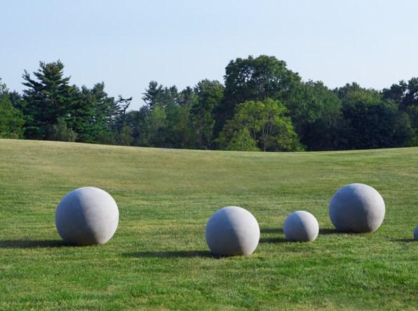 garden-spheres-lawn-pn-artefacthome