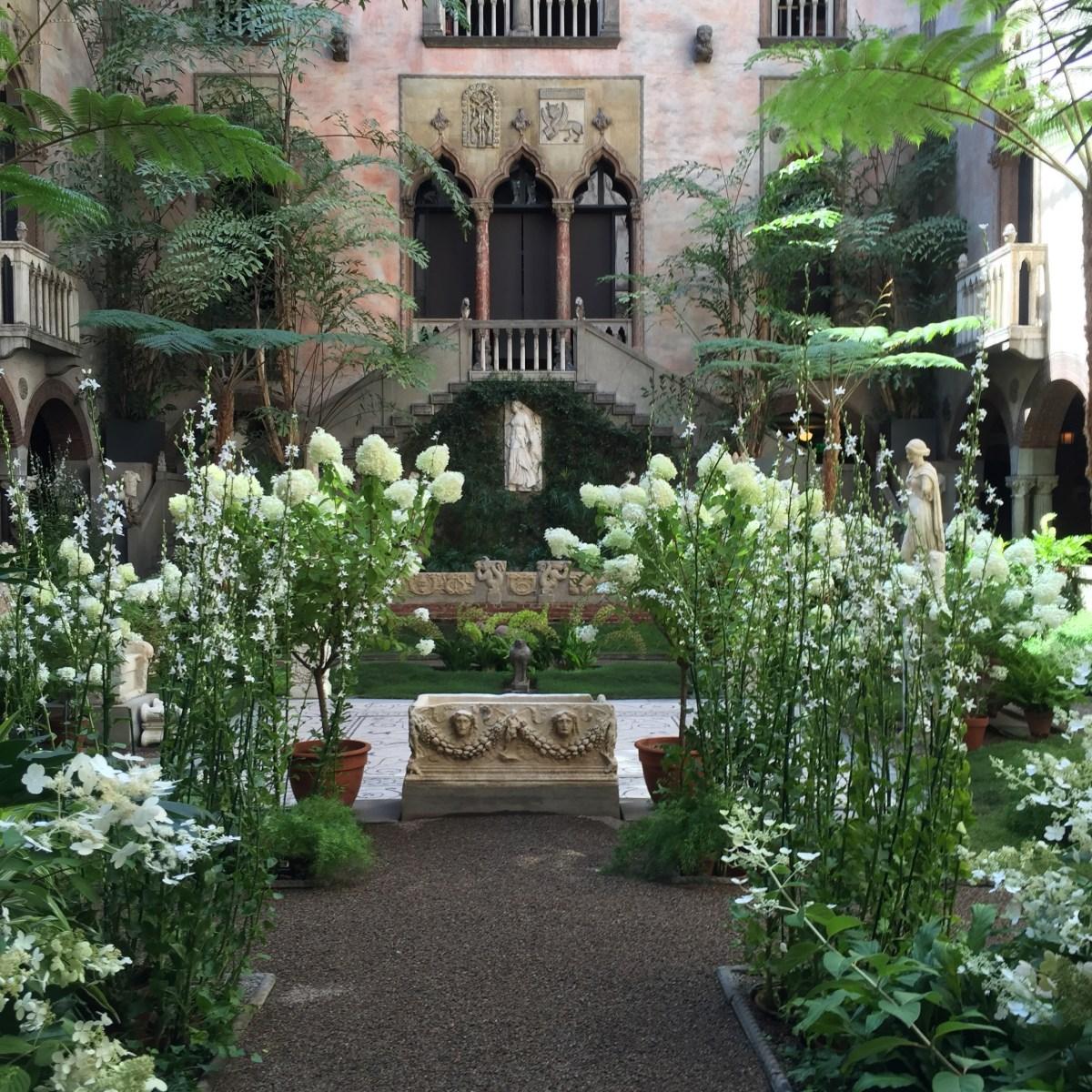 courtyard-white-allee-isabella-stewart-gardner