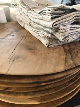 tablesetting-wood plates-stack-artefact