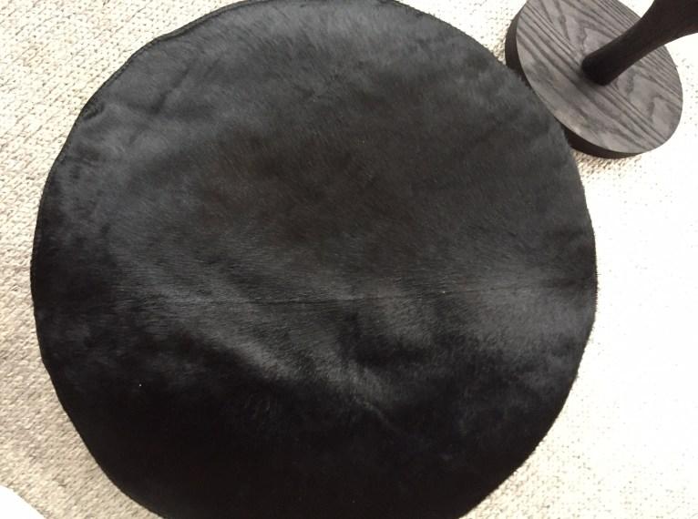 "maxim-round pouf 30""-black hair on hide-3-verellen@artefacthome"