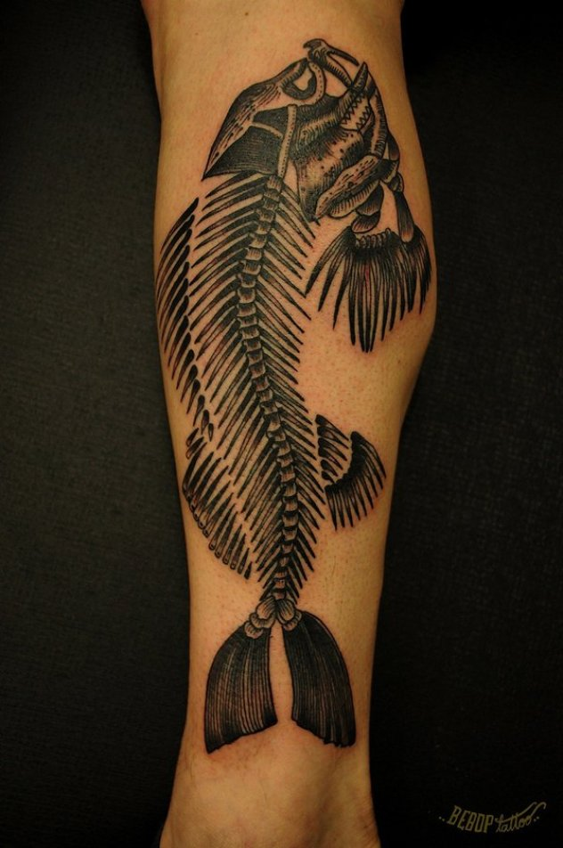ejemplos tatuajes de peces blanco y negro 7