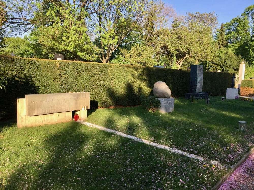 Wiener Zentralfriedhof Grab Schütte-Lihotzky + Jandl