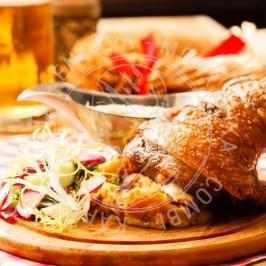 Χοιρινό κότσι σε μαρινάδα μουστάρδας- μπίρας!!!