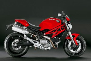 Ducati-Monster-696-rouge