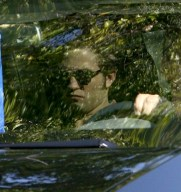 robert-pattinson-arrives-eclipse-set