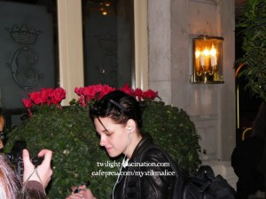 ROBERT PATTINSON, KRISTEN ET TAYLOR AU CRILLON ! PHOTOS EXCLUSIVES
