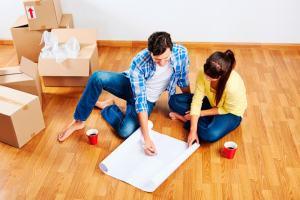 Mudanza de una pareja joven a un nuevo apartamento