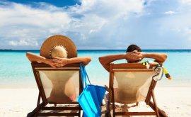 personas disfrutando playa