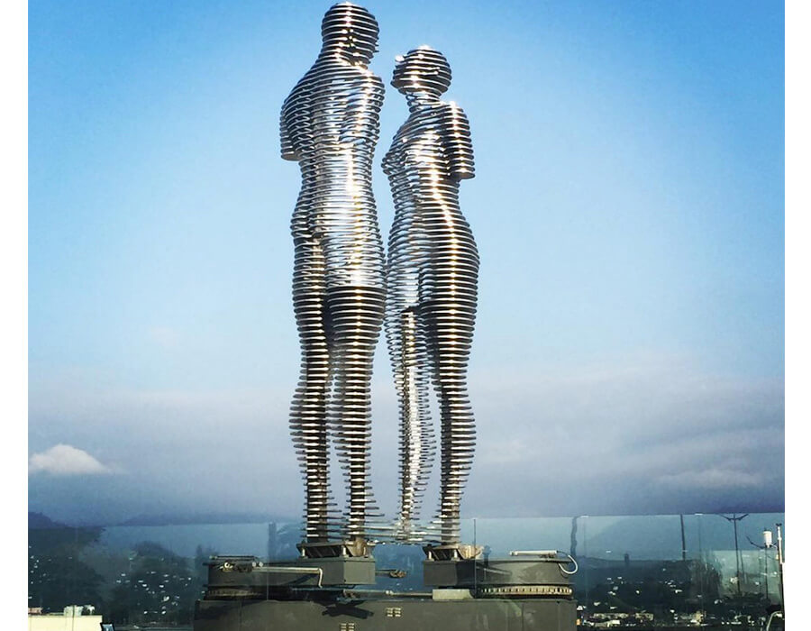 man-and-woman-statue-of-love-3-900x700