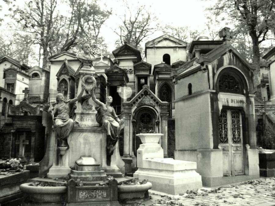 Cemitério Père-Lachaise – Paris – Foto- Caveaux