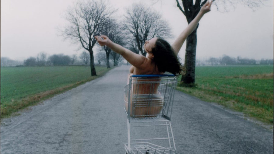 """Kirsten Justesen – Lunch for a Landscape na provocativa exibição """"Domestics Affairs"""" - artistas femininas"""