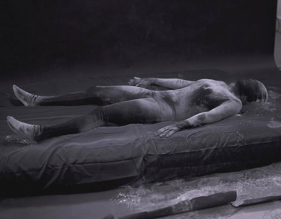 Charmagne Coble e a ausência de luz no seu trabalho