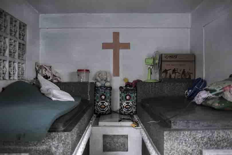 Quarto criado dentro de um mausoléu