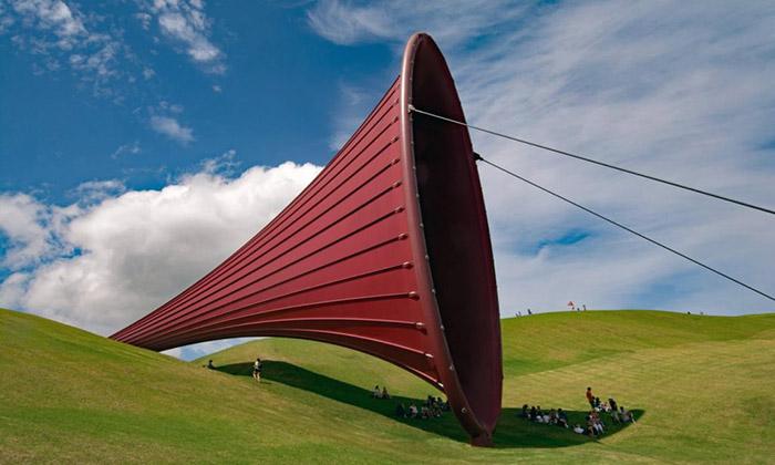 Instalação de arte - giant-sculpture-at-Gibbs-Farm-Kaipara-Harbour-New-Zealand.-1024x614