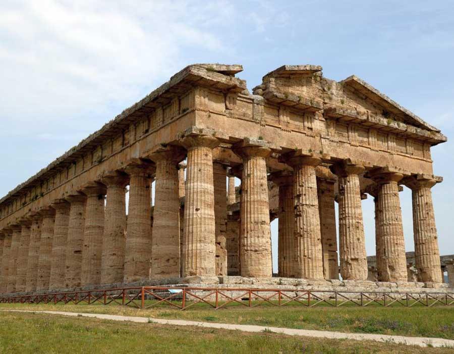 Templo de Apolo, em Pesto (Itália), região que pertenceu a chamada Magna Grécia. Construído no período Arcaico, no século VI a.C. Foto: francesco pecci / Shutterstock.com