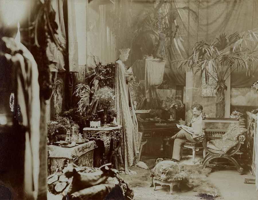 Percursos artísticos ; Alphonse Mucha em seu estudio © Mucha Trust 2019