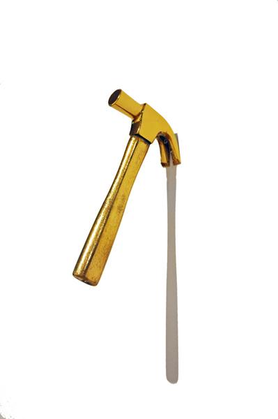 FELIPPE MORAES Ungido, 2011 Ouro, níquel, madeira e ferro (22 x 3 x 9 cm) (1)