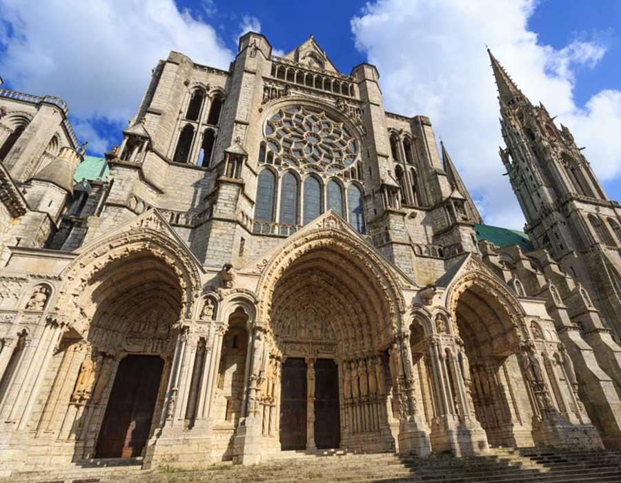 Catedral de Chartres, abrigo da relíquia de Virgem Maria