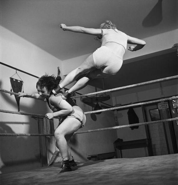 As lutadoras também foram registradas para a reportagem 'As belas viram feras', de O Cruzeiro