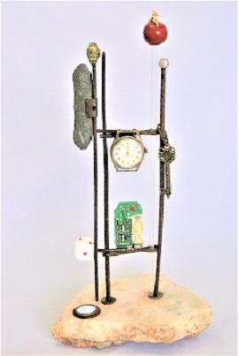 Claudia Seber. Sacramentos (2020) - 30 x 15 x 12cm (reboco;ferro;vidro;espelho;peso de pneu;sucatas;resina ) R$ 400,00