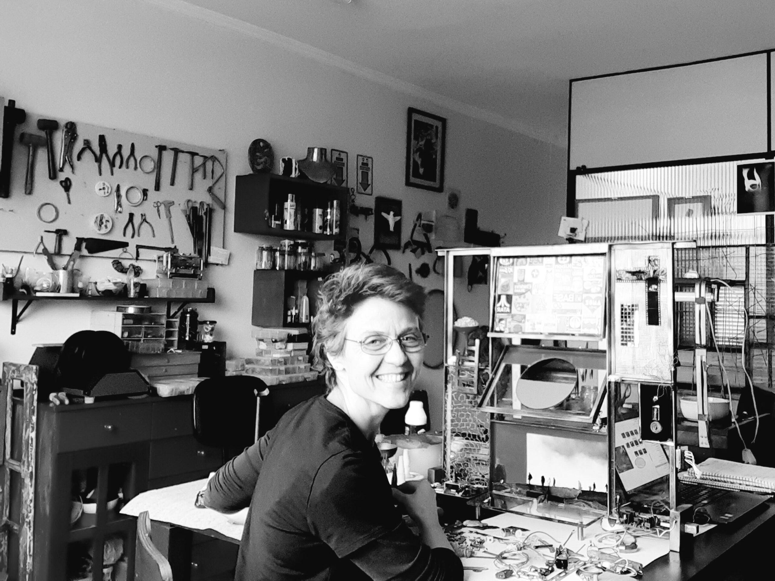 Claudia Seber e o resgate da materialidade circundante