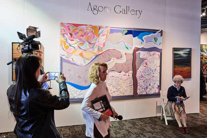 Como ser representado por uma galeria; Agora Gallery