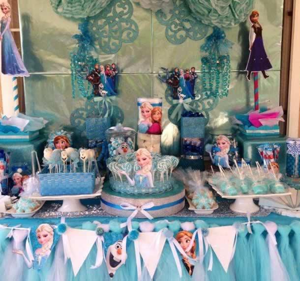 guloseimas-festa-infantil-simples-mesa-doces-frozen