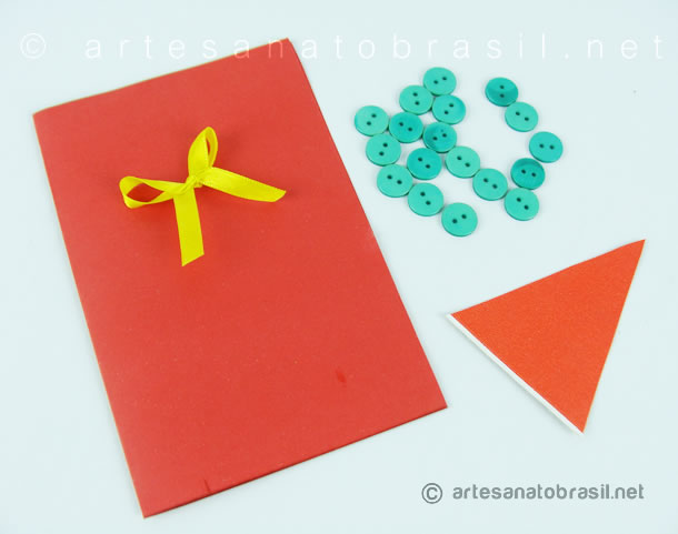 materiais-cartao-arvore-de-natal-com-botoes