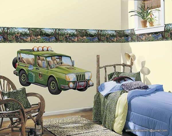Quarto decorado de carros