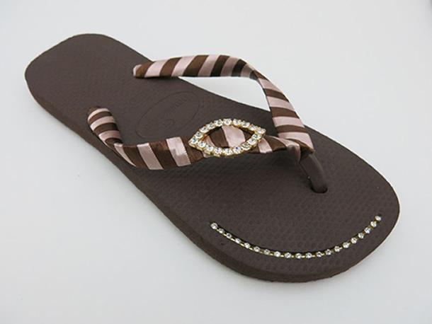 chinelos-decorados-passo-a-passo-marrom