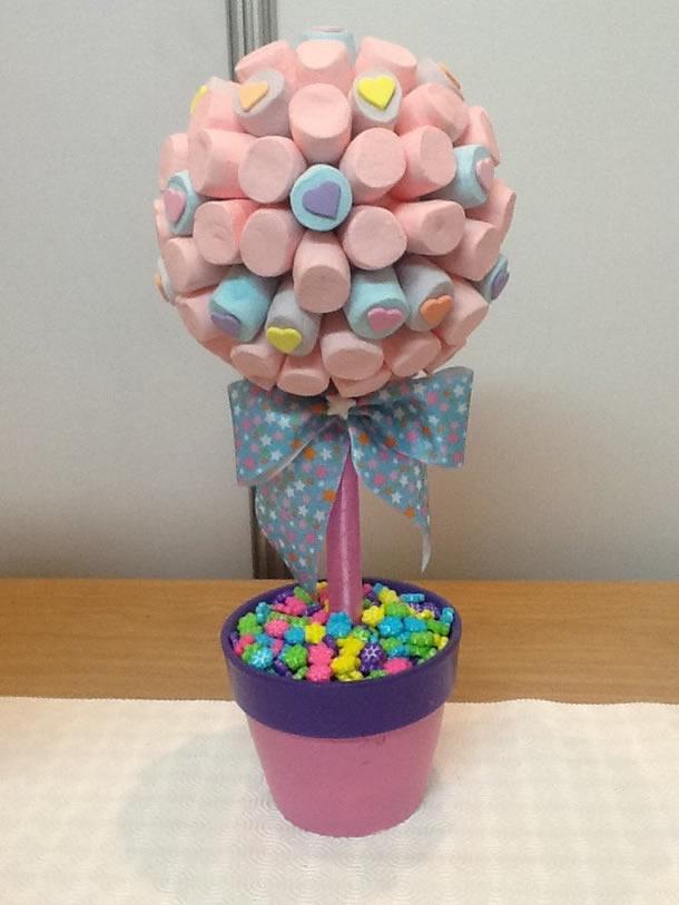 decoracao-com-marshmallow-topiario-colorido