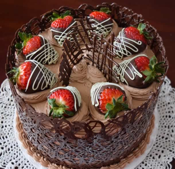 bodas-de-chocolate-bolo-morangos