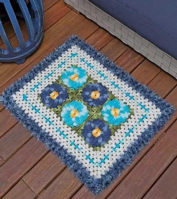 tapete-com-barbante-flores-azuis
