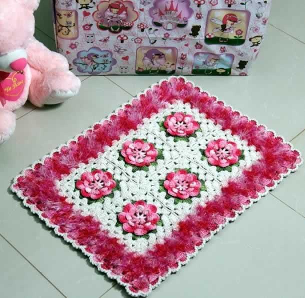 tapete-com-barbante-rosa-e-branco