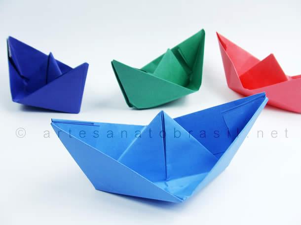 Barquinhos de papel colorido