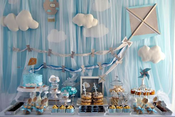 decoracao-de-cha-de-bebe-voando-nas-nuvens
