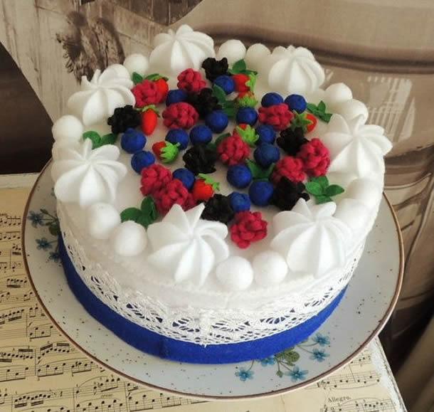 bolo-de-feltro-branco-frutas