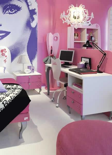 Quartos decorado da Barbie com escrivaninha rosa