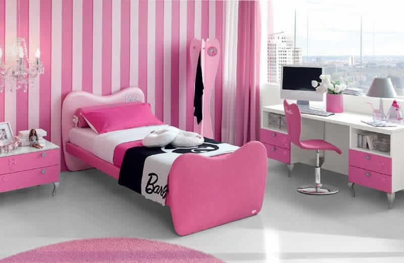 Detalhes: Cama e escritório da Barbie