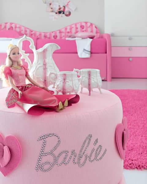 Boneca Barbie no puff, detalhes