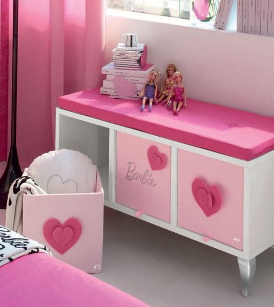 Guarda livros e brinquedos da Barbie