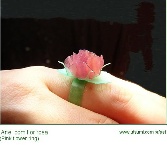 anel-com-flor-de-garrafa-pet