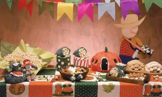 Mesa decorada junina com Patckwork