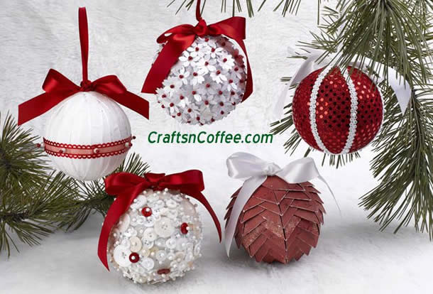Enfeites de natal com bolas de isopor