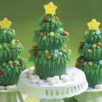 Bolo confeitado em forma de árvore de Natal
