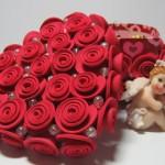 caixa decorada com flores EVA