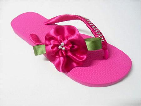Sandálias Decoradas com Fitas e Strass