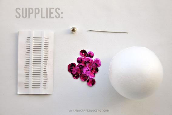 Materiais para fazer a bola com-lantejoulas
