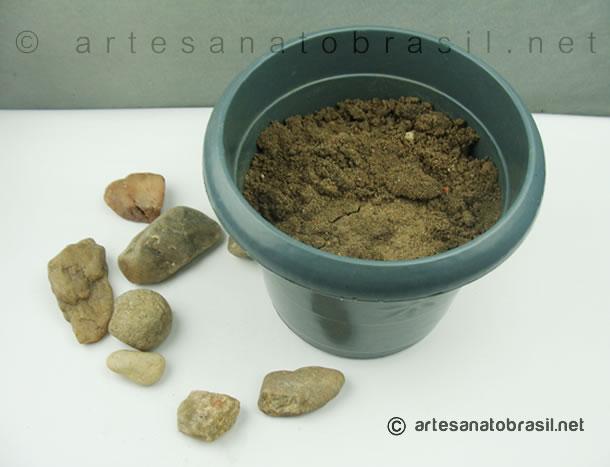 2.arvore-de-natal-pedras-e-vaso_artesanatobrasil.net