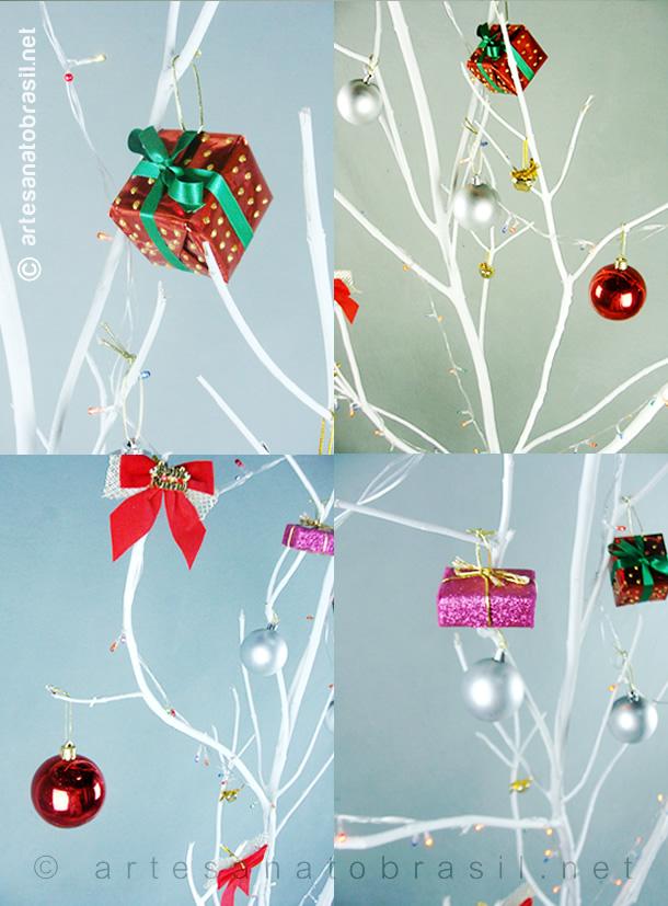 Enfeites com Caixas na Árvore de Natal com Galhos